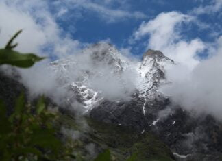 How should one can plan a journey to Valley of Flowers, Chamoli, Uttarakhand?